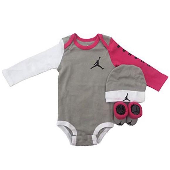 4383c1d1ea64a4 Nike Jordan 3 Piece Infant Long Sleeve Set (0-6m)
